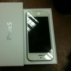 Apple iPhone 5 (Latest Model) - 16, 32, 64GB - White (Unlocked) -NEW,  UN